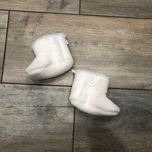 Barefoot dreams fleece booties